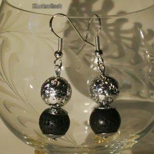 Ohrringe aus schwarzer und versilberter Lava (mit Perlkappen)