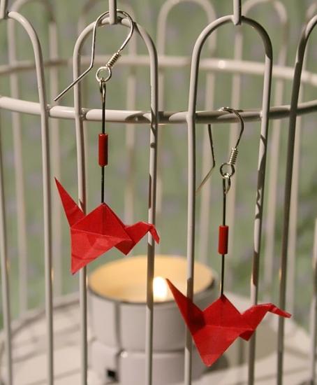 Origami-Ohrringe mit Kranichen in Rot