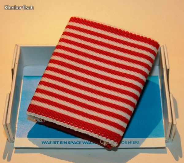 Space Wallet: Mini-Portemonnaie in Rot-Weiß