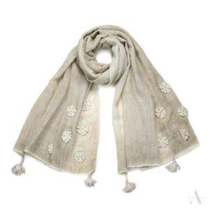 Leichtes Schal-Tuch mit aufgenähten Blumen in Beige