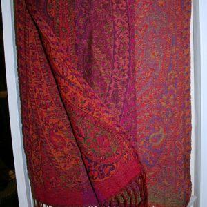 Kleiner Schal mit Paisley-Muster in Rot-Tönen