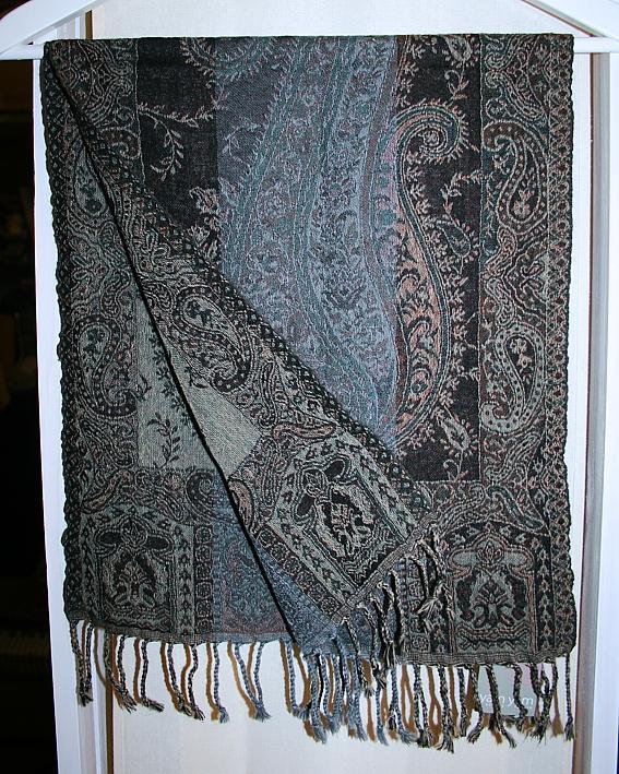 Kleiner Schal mit Paisley-Muster in Schwarz