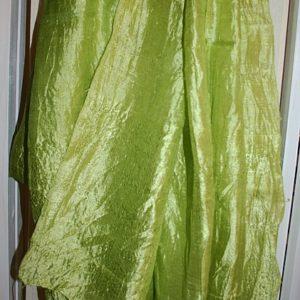 Tuch in Schalform aus Wildseide in Hellgrün