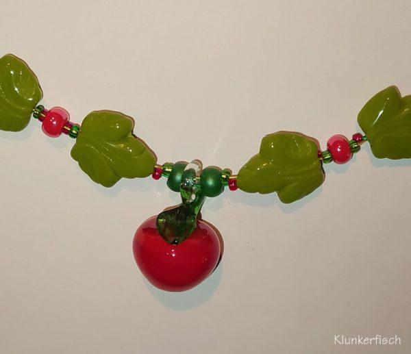 Grün-rote Kette mit Glas-Apfel