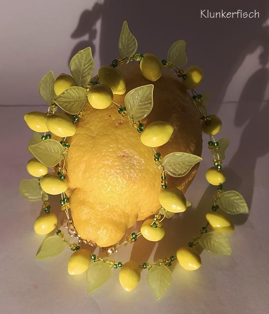 Halskette mit Zitronen