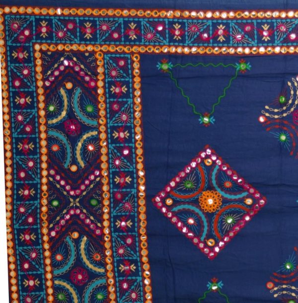 Indisches Tuch aus Baumwolle mit Stickerei und Spiegelchen in Blau