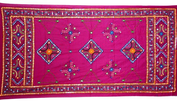 Indisches Tuch aus Baumwolle mit Stickerei und Spiegelchen in Pink