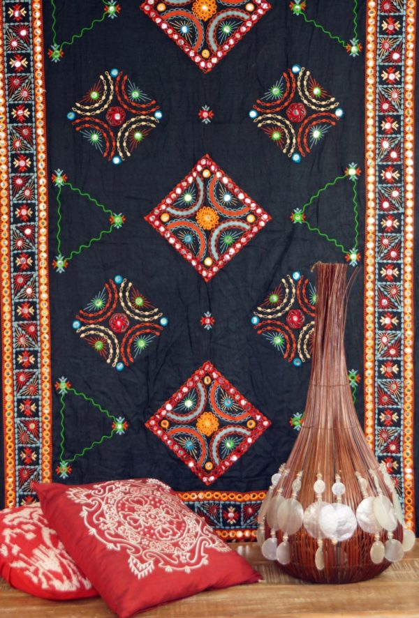 Indisches Tuch aus Baumwolle mit Stickerei und Spiegelchen in Schwarz