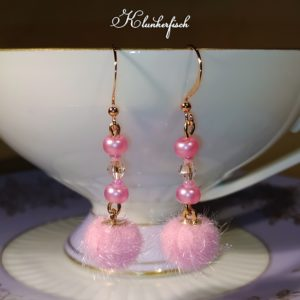 Bridgerton-Ohrringe mit rosa Perlen und Pompoms