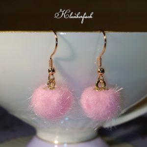 Bridgerton-Ohrringe mit rosa Pompoms
