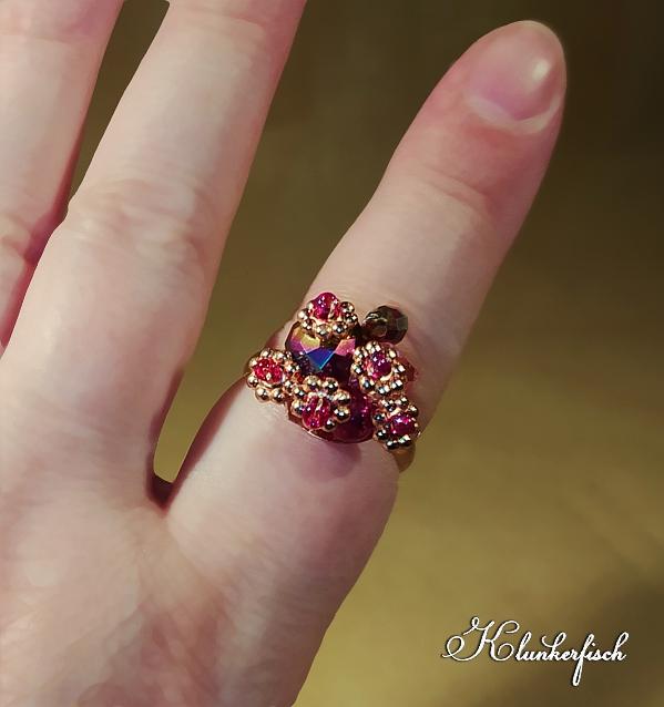 Bridgerton-Ring mit pinken Blümchen