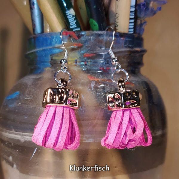 Ohrringe mit Quaste in Pink