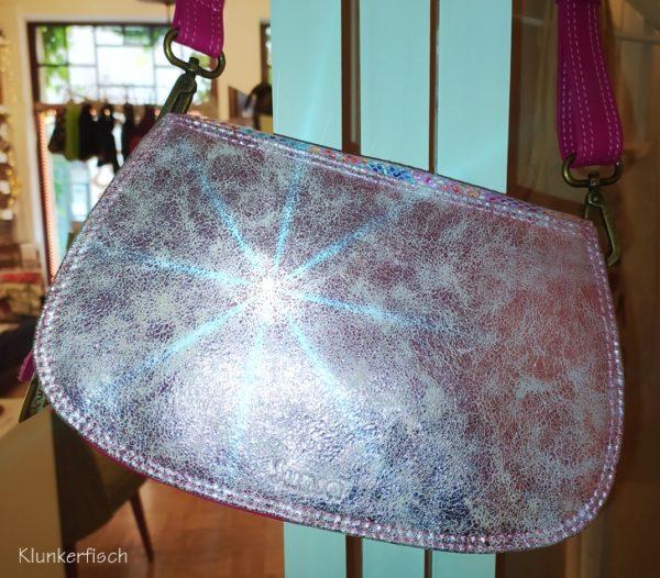 Kleine Tasche aus Leder in Pink und Silber und mit Blumenmuster