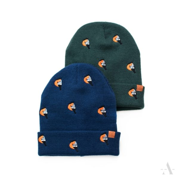 Lustige Mütze mit aufgestickten Vögeln