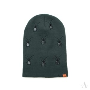 Lustige Mütze mit aufgestickten Käfern in Olivgrün