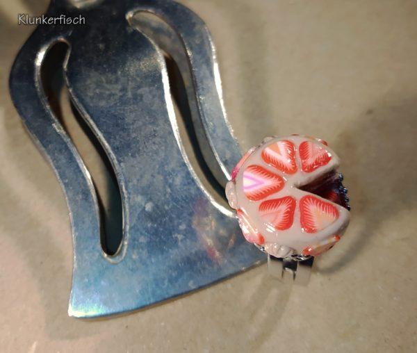 Ring mit Erdbeer-Sahne-Torte