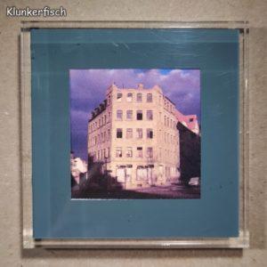 Quadratischer Kühlschrank-Magnet mit Halle-Foto: Verfallenes Haus
