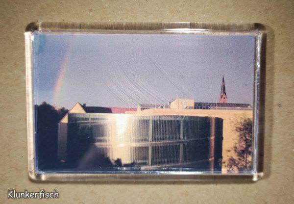 Rechteckiger Kühlschrank-Magnet mit Halle-Foto: Regenbogen über der Garage Pfännerhöhe