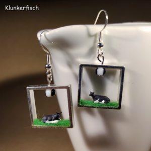 Ohrringe mit eingerahmten liegenden Kühen