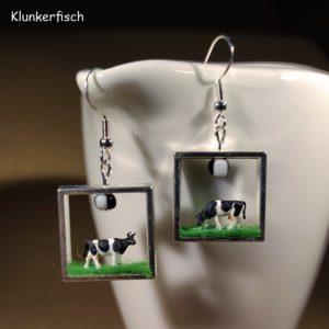 Ohrringe mit eingerahmten stehenden Kühen