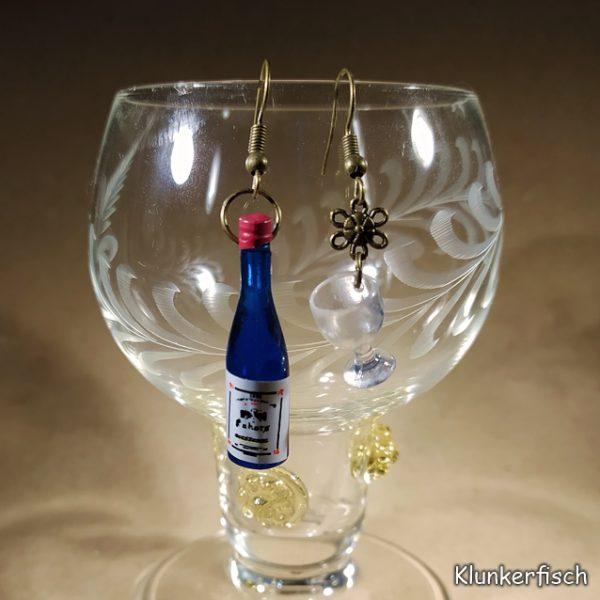 Witzige Ohrringe für Wein-Genießerinnen: Weinflasche in Blau mit Weinglas