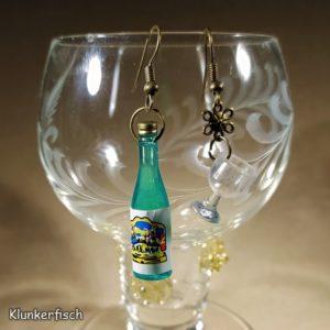 Witzige Ohrringe für Wein-Genießerinnen: Weinflasche in Grün mit Weinglas
