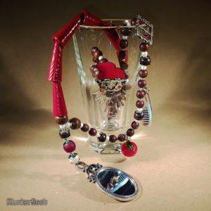 Halskette *Schneewittchen* mit Spiegel, Apfel, Kamm und Gürtelschnalle