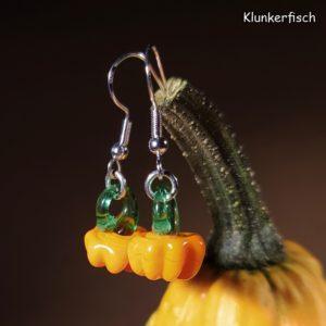 Ohrringe mit Kürbis und Ranke aus Glas